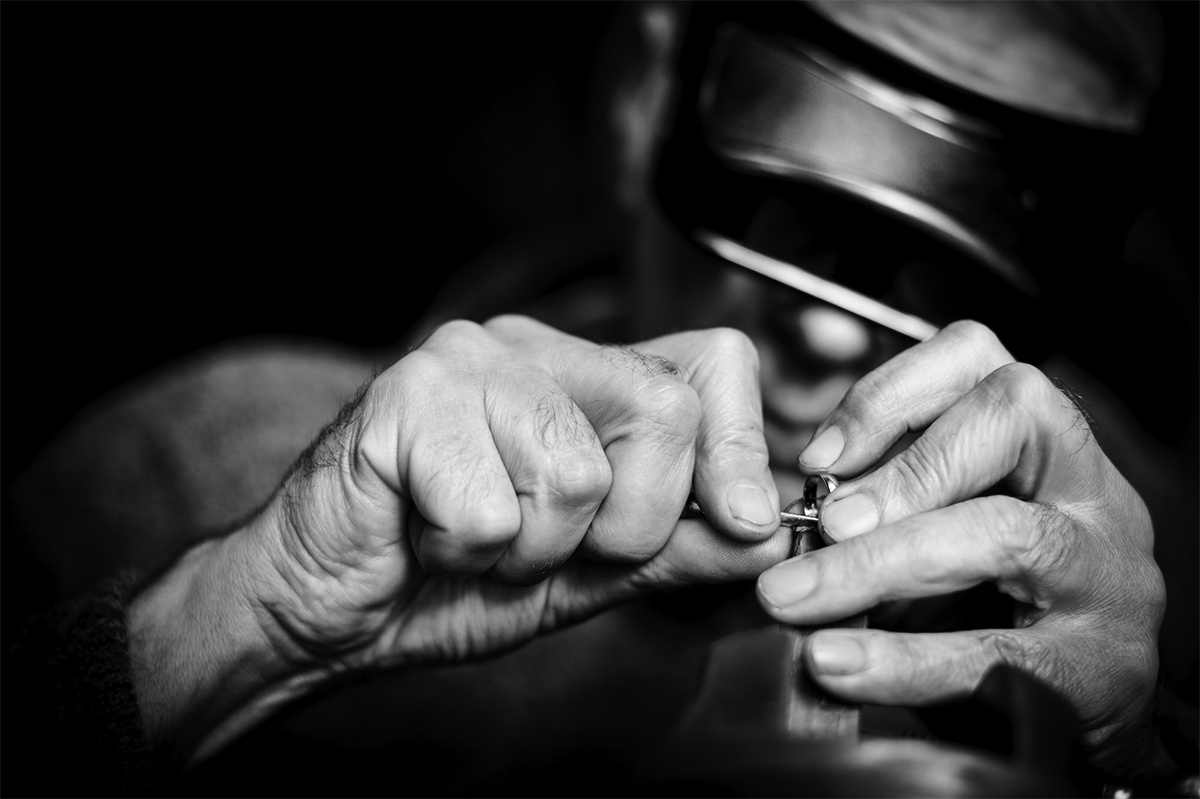 image of a man crafting a wedding jewellery ring