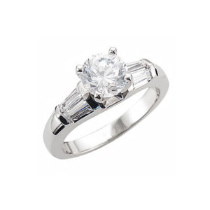 IMAGE OF 31-AD333 ENGAGEMENT RINGS_ROUND CENTRE AND BAGUETTE SIDE DIAMONDS 4.7MM WIDE AT TOP