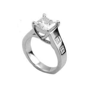 IMAGE OF 31-AD556 ENGAGEMENT RINGS_ENGAGING RING WITH SIDE DIAMONDS PRINCESS CUT CENTER