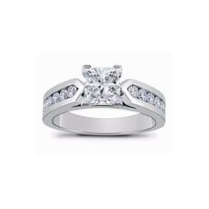 31-AD560 ENGAGEMENT RINGS_ENGAGING RING WITH SIDE DIAMONDS PRINCESS CUT CENTRE_spaceclaim